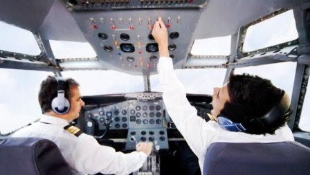 Ingin Sekolah di Jurusan Penerbangan? Ketahui Dulu Persyaratan Masuknya Berikut Ini!