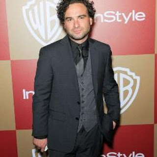 Johnny Galecki wife, age, girlfriend, height, married, dating, partner, weight, brother, religion, movies and tv shows, roseanne, house, big bang theory, gay, kaley cuoco, hancock, nominations, blossom, interview, bean, rings