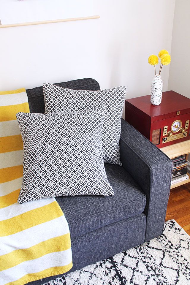 Envelope pillow case DIY: Perfect beginner's sewing project