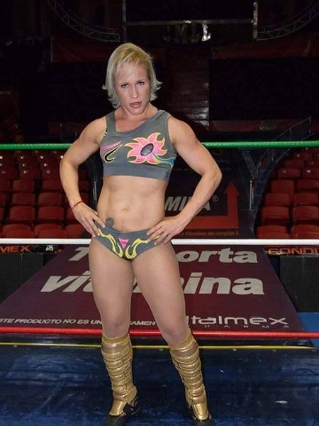 Sexy muscle women lucha hombres