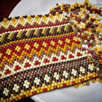 широкий этно-браслет на руку с узорами орнаментами купить