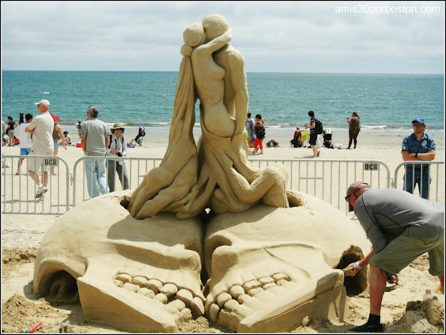"Festival Internacional de Esculturas de Arena de Revere: ""True Love is Eternal"""