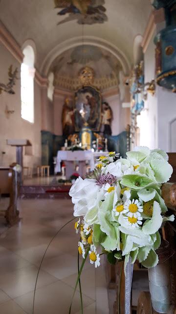 Katholische Kirche Grainau., Hochzeit in Gelb, Sommer, Sonne, Natur, Sommerhochzeit am See in den Bergen, Riessersee Hotel Garmisch-Partenkirchen, Hochzeitsplanerin Uschi Glas