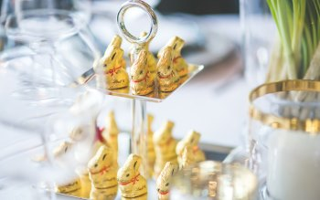 Wallpaper: Golden Easter Bunny