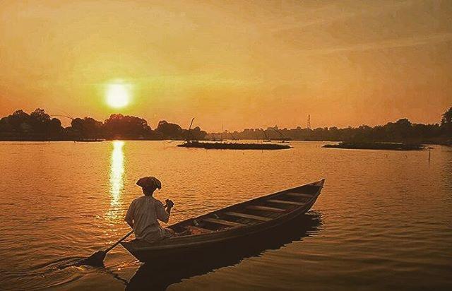 foto sunset indah di danau sipin jambi