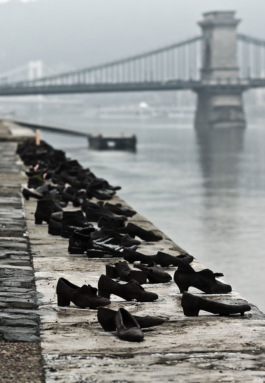 42 Of The Most Beautiful Sculptures In The World - The Shoes On The Danube Bank By Can Togay & Gyula Pauer, Budapest, Hungary
