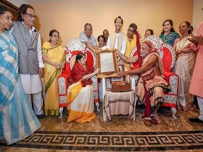 Lata-Mangeshkar-Swara-Mauli-Award