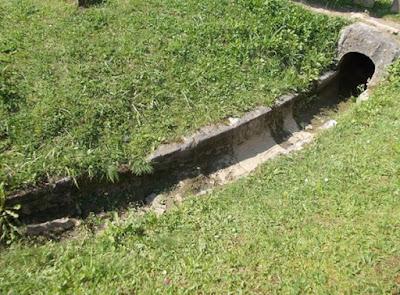 Structuri de dirijare a apei în incinta sacră de la Sarmizegetusa
