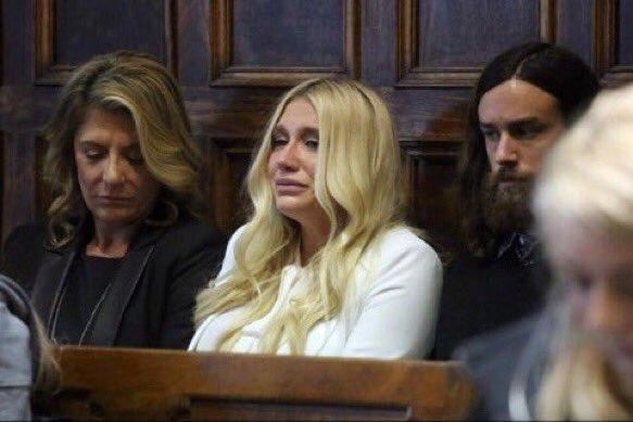 Sony: Kesha puede seguir trabajando con nosotros sin verse con Dr Luke.