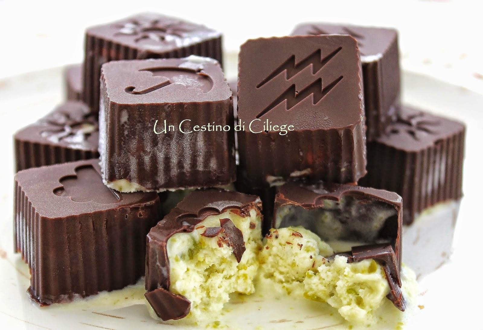 http://uncestinodiciliege.blogspot.it/2014/08/bon-bon-al-cioccolato-fondente-con.html