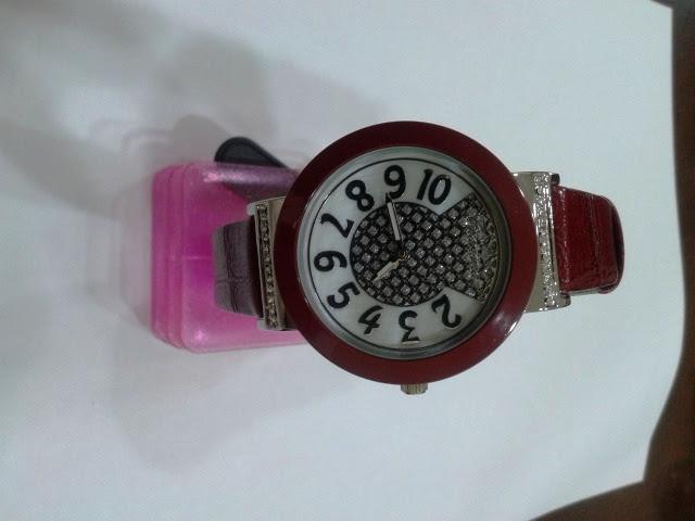 الساعات النسائية C5587.jpg