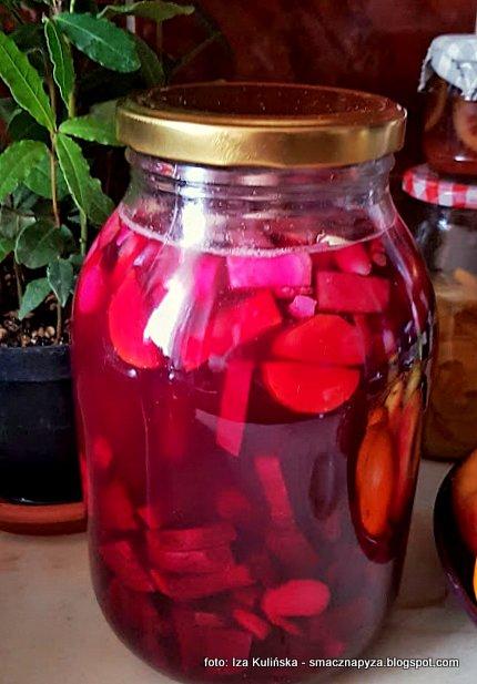 zakwas z burakow, barszcz kiszony, barszczyk czerwony, kiszonki, sloj z burakami, kisimy w domu, kiszone warzywa