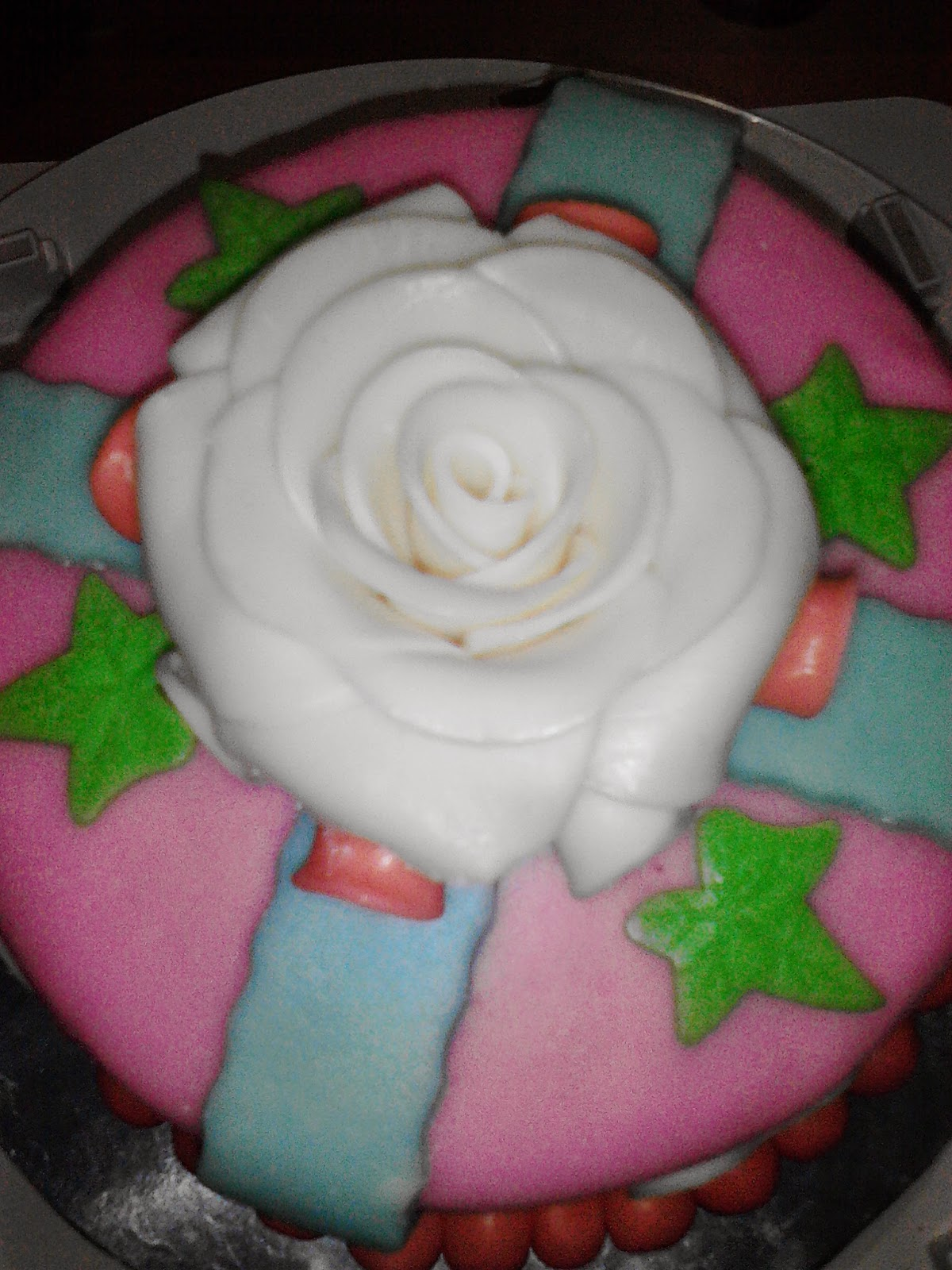 flowery cake,how to make fondant
