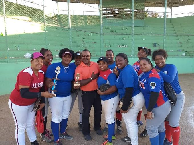 Barahona  se coronó  campeon de la 1era copa nacional de softball femenino en representación de la zona sur