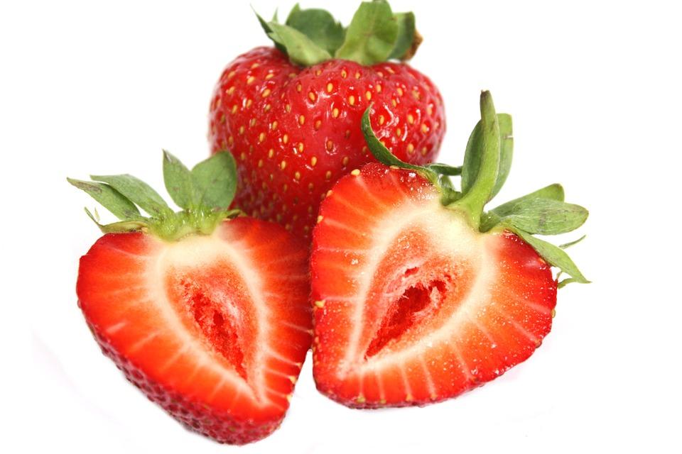 Cara Memutihkan Gigi Secara Alami Dengan Strawberry Aneka Obat