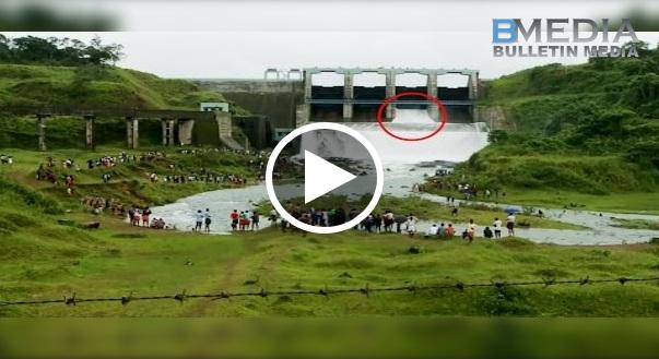 Hairan Tengok Bila Ribuan Orang Menunggu Di Tepi Sungai Ini. Lihat Apa Yang Terjadi! Tak Sangka Betul Rupa Rupanya Semua Menunggu... Menakjubkan!
