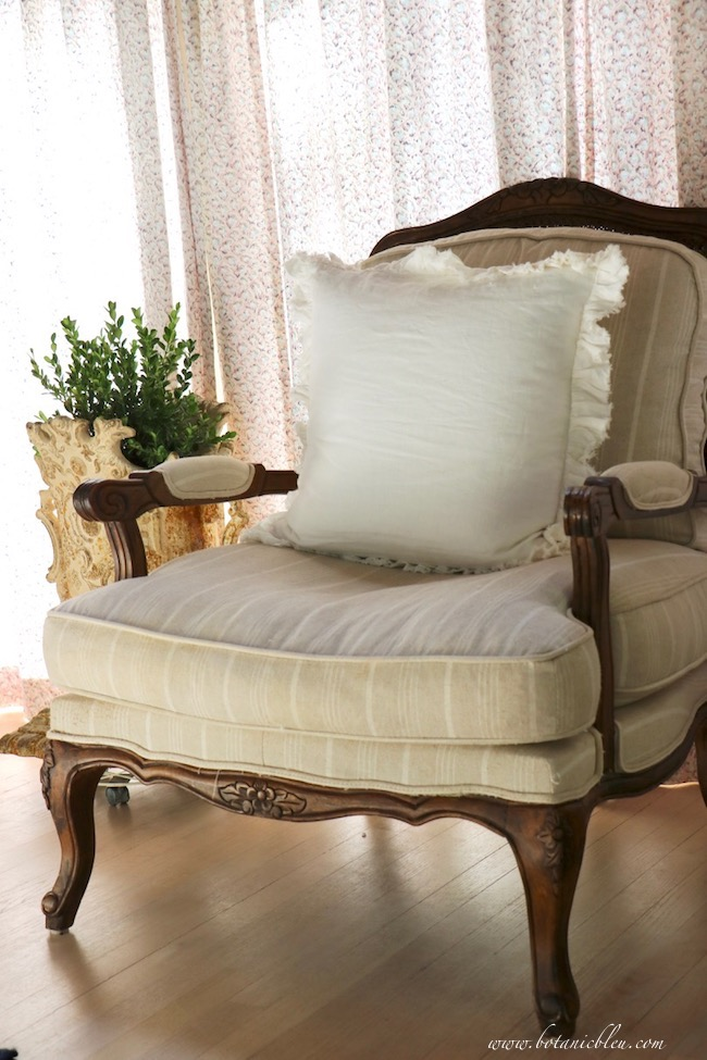 Summer French Country Living Room Chair