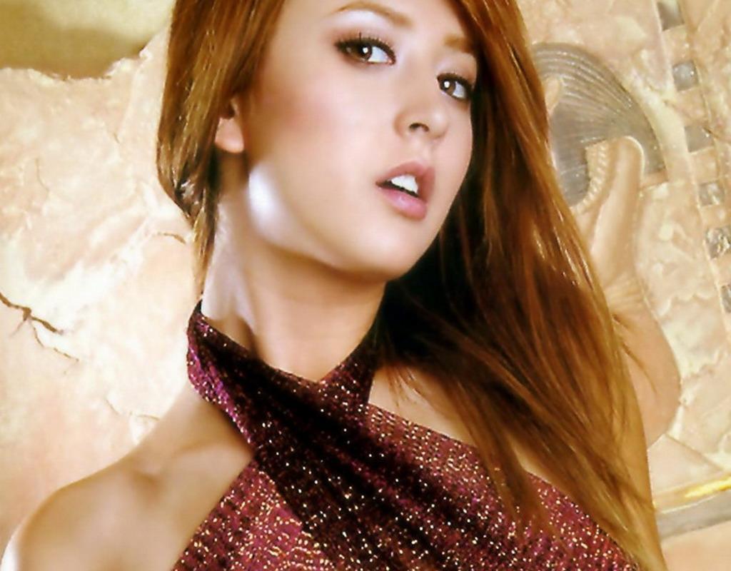 Leah Dizon from Kokoro - hosted by Neoseeker