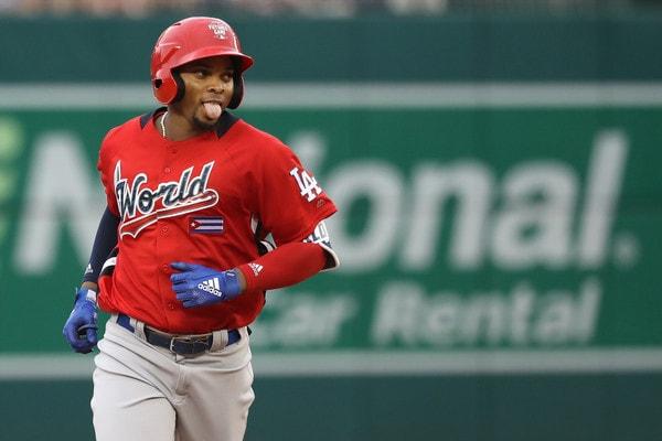 El cubano Yusniel Díaz, quien conectó dos jonrones en el Juego de Estrellas del Futuro, encabeza el paquete de peloteros que ahora serán de Baltimore