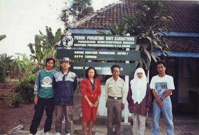 foto mahasiswa Fahutan IPB di salah satu RPH di KPH Madiun