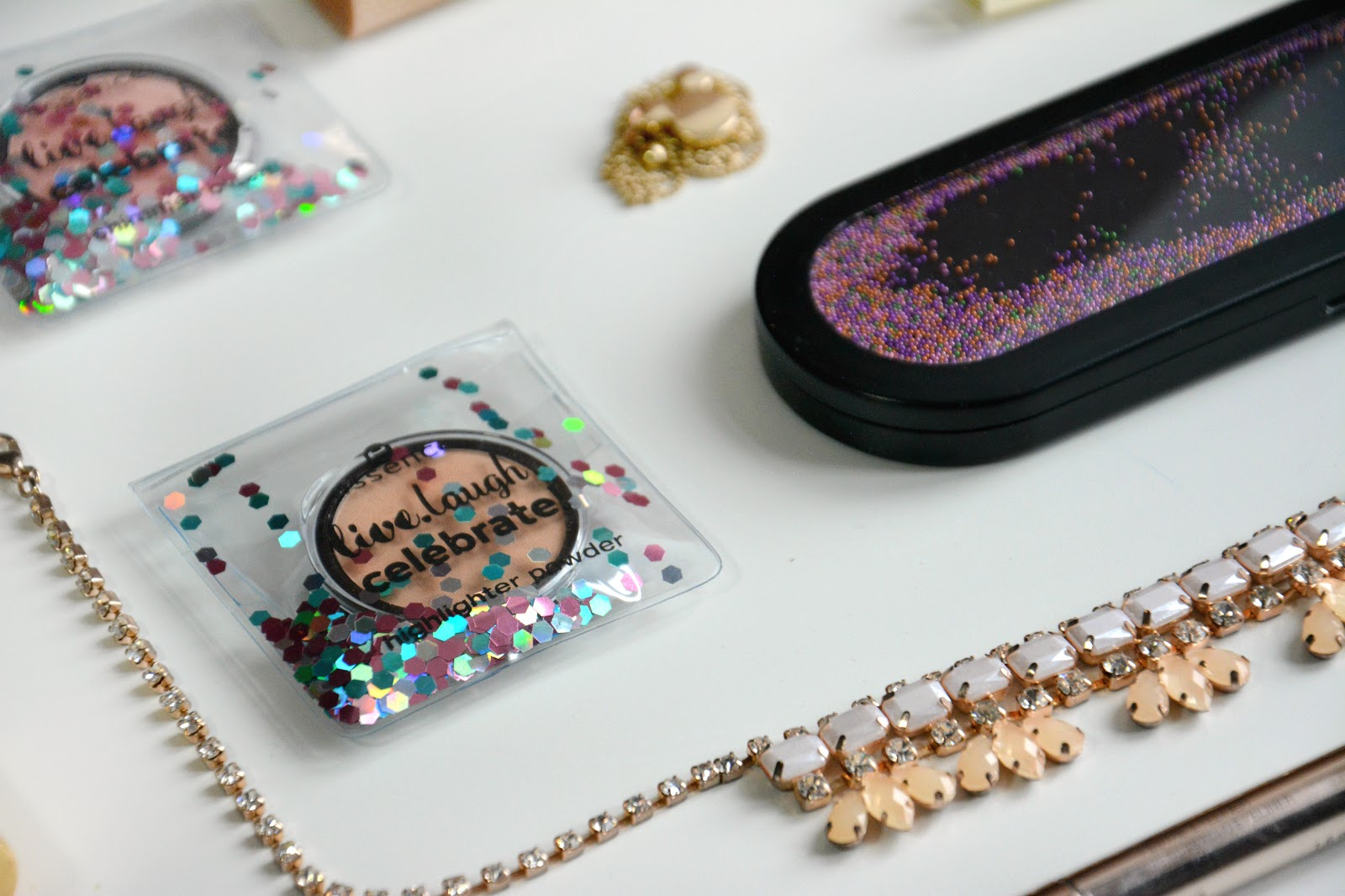 Essence My Must Haves Palette, Essence My Must Haves Highlighting Powder 01; Essence My Must Haves Soft Shimmer Blush 01