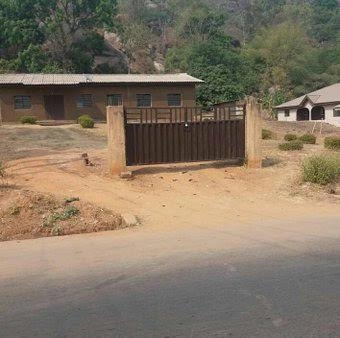 Photo:- 'You See A House Like This In Benin City, Respect Yourself And Knock On The Gate'