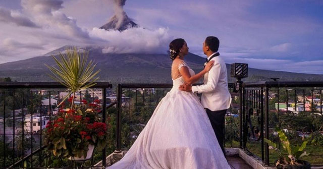 Pernikahan di tengah erupsi