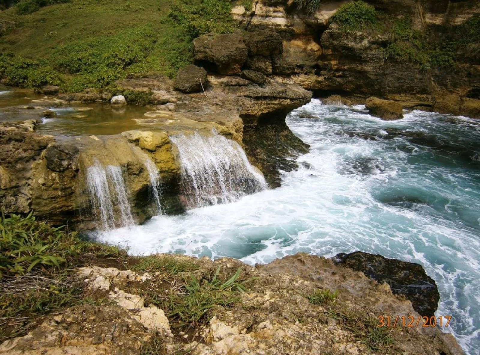 10 Gambar Pantai Ngandul Pacitan Jawa Timur, Rute + Lokasi dan Penginapan