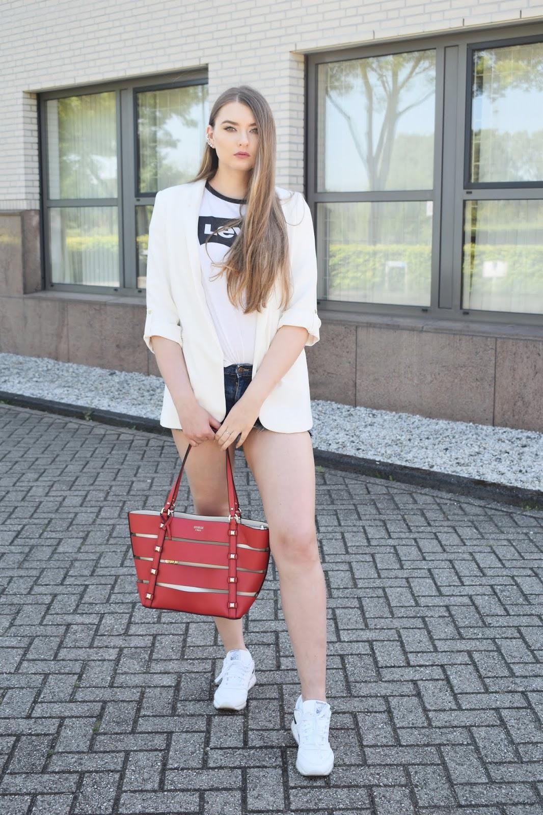 jeansowe szorty stylizacje