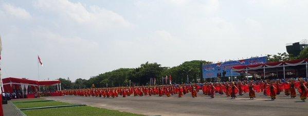 Gandrung Sewu di lapangan Makodam Brawijaya, Surabaya.