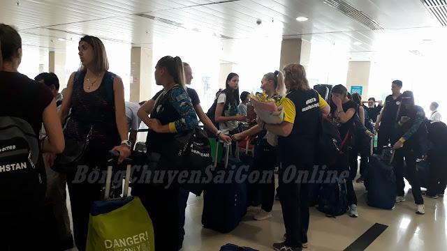 Các cầu thủ nữ CLB Almaty (Kazakhstan) đã có mặt ở cúp VTV9 - Bình Điền 2018