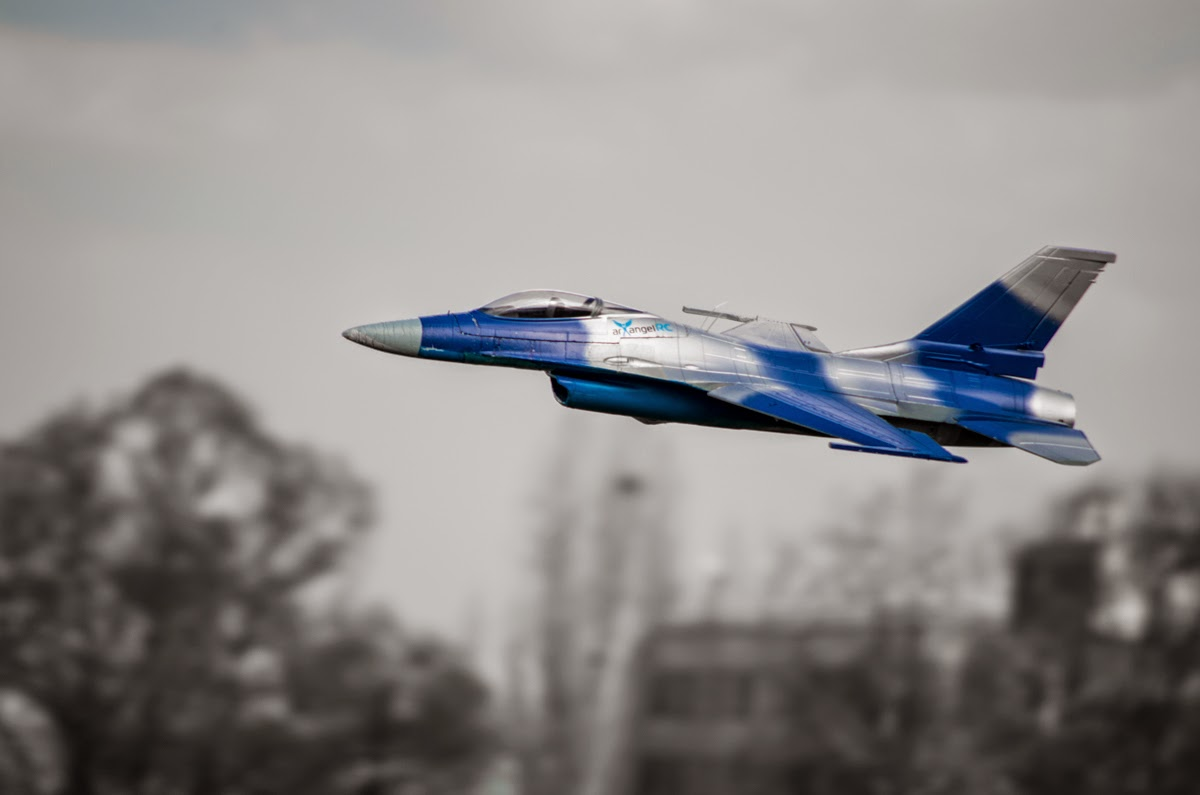 Starmax F-16 90mm EDF Jet - Light and powerful    (in service