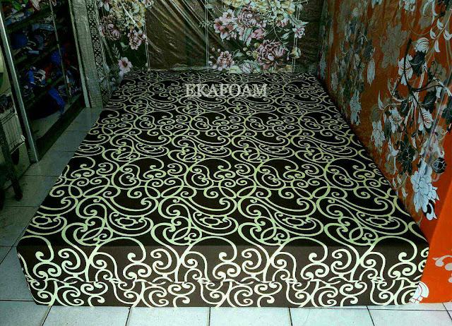 Kasur inoac motif batik coklat tralis teralis