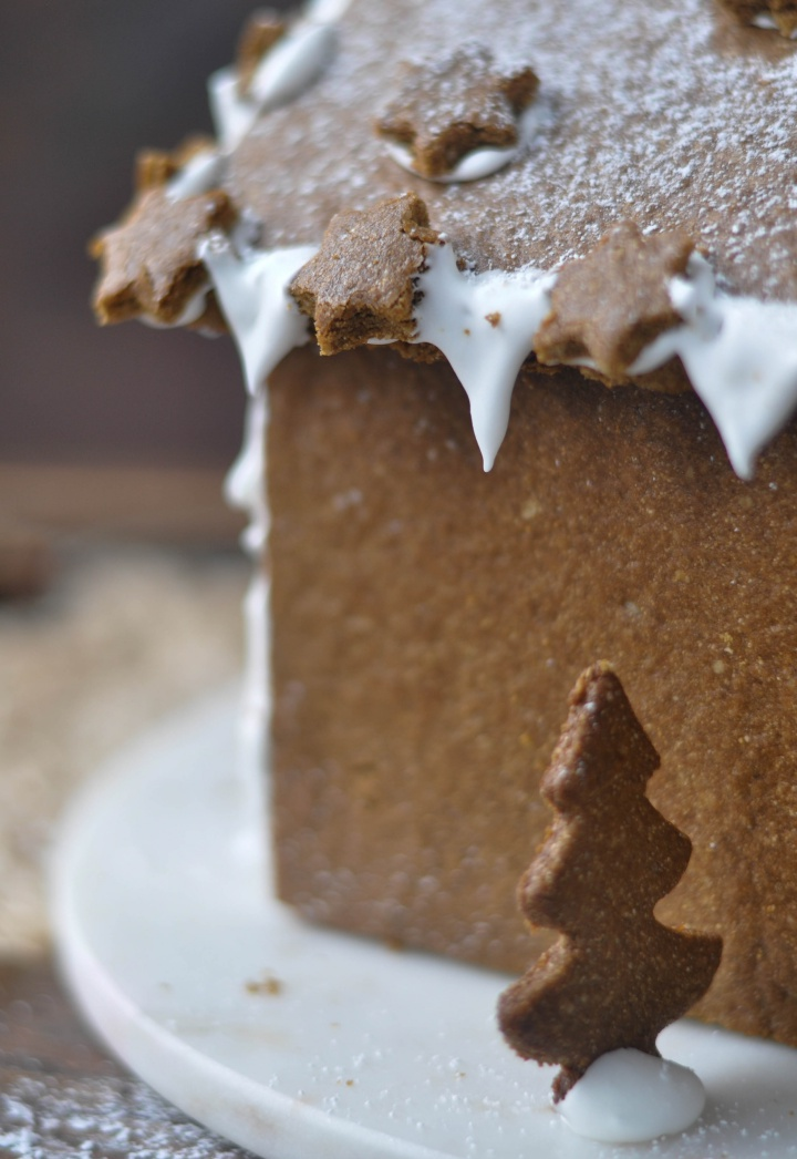 Recipe for the perfect gluten free Gingerbread House, your kids will love it!