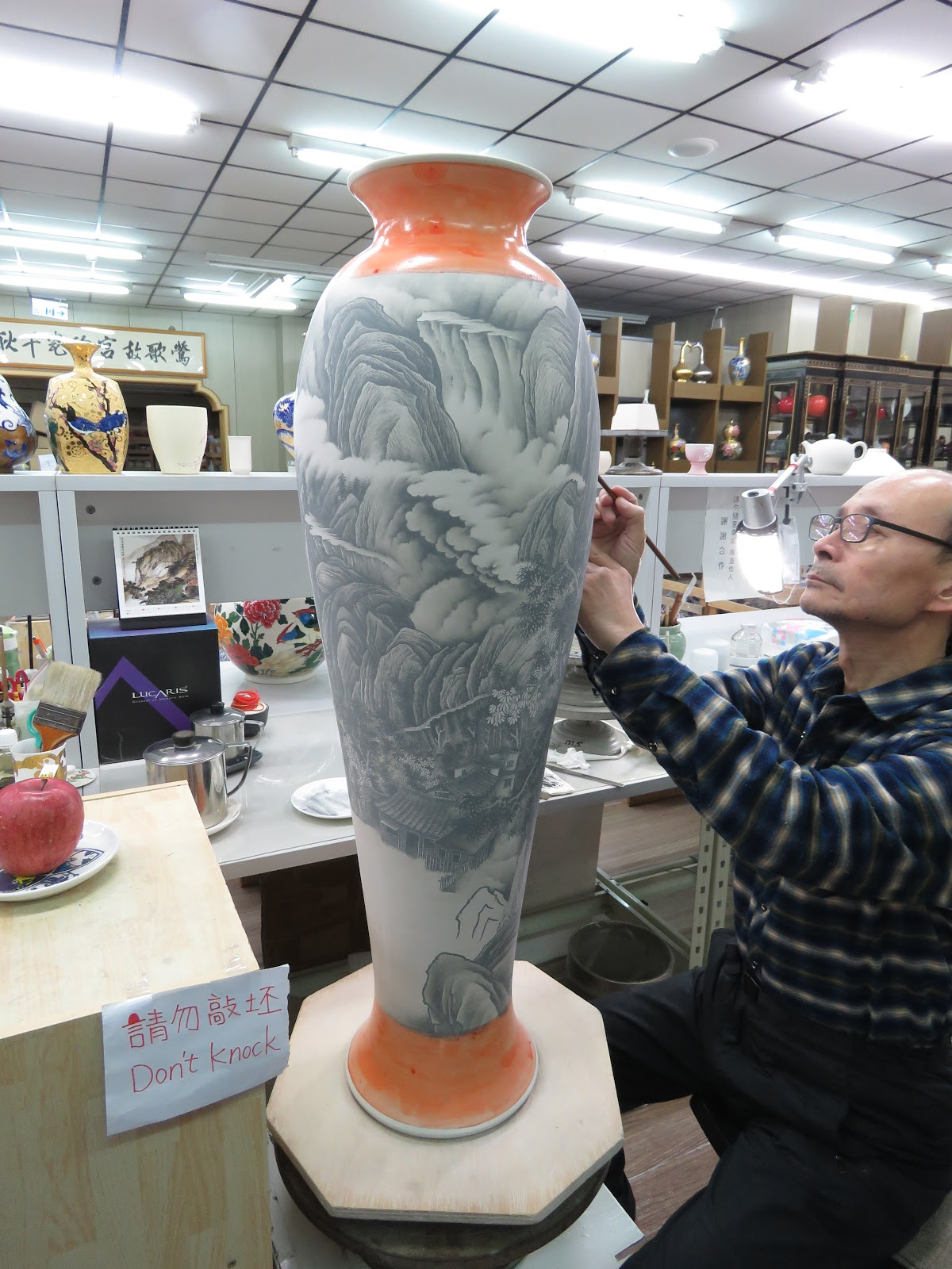 Travelingrhodesagain Greetings From Taipei If You Look Closely Can See The Broken Right Leg At Urn On Left It Is Designed To Like But Actually Very Sturdy Painting Behind Looks Flat In