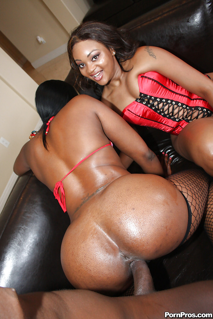 Big Black Booty Ebony Milf Babes Royalty And Nikki Having -7272