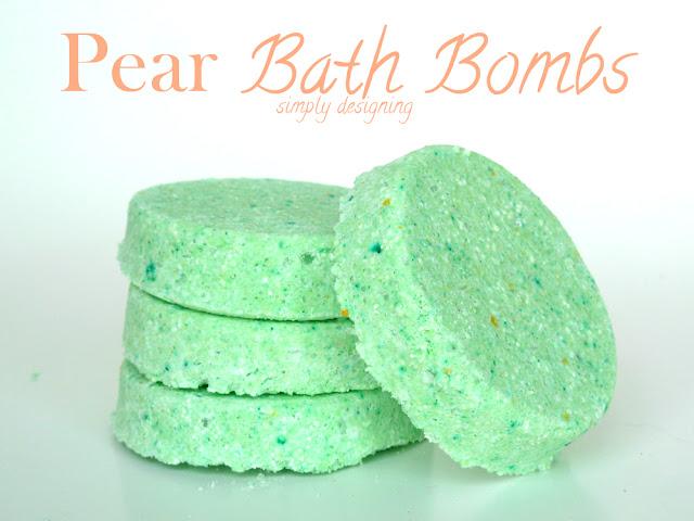 Pear Scented DIY Bath Bombs (aka fizzy bath bombs) - #diybeauty #diyspa #bathbombs #craft #homemade #recipe