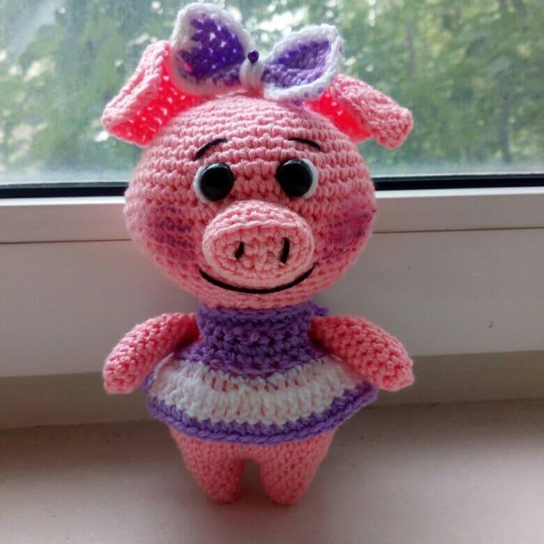 свинка в платьице схема крючком Amiguroom