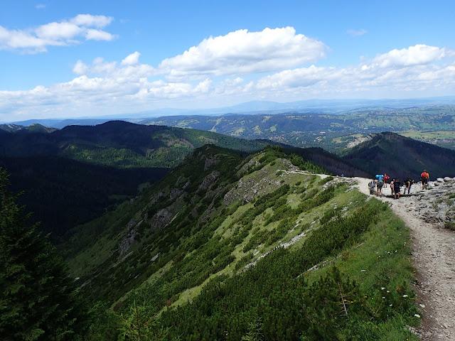 Pod Przełęczą między Kopami, na szlaku przez Boczań