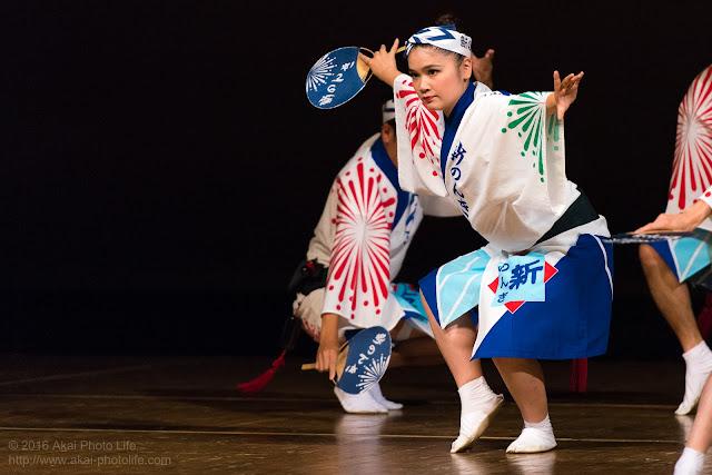 東京新のんき連、女性の踊り手による男踊りの写真