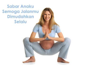 wanita cantik sedang hamil ngangkang