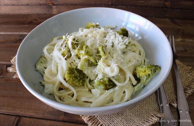 Fettuccine Alfredo con brócoli. Julia y sus recetas