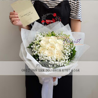 bunga valentine, buket bunga dan cokelat, bunga rose putih, buket bunga ferrero rocher, buket bunga mawar, bunga mawar valentine, handbouquet mawar, buket rose, toko bunga, florist jakarta, toko bunga jakarta pusat