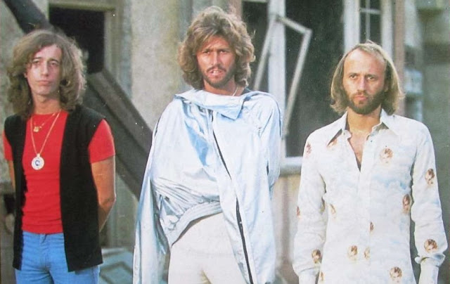 Un Clásico: Bee Gees - Too Much Heaven