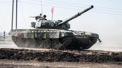 У район Світлодарської дуги російсько-терористичні війська підтягнули танки і САУ