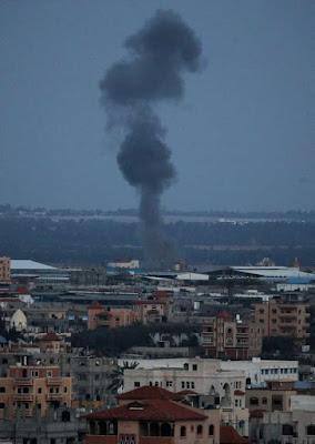 بالفيديو والصور| اللقطات الأولى للقصف الإسرائيلي على غزة