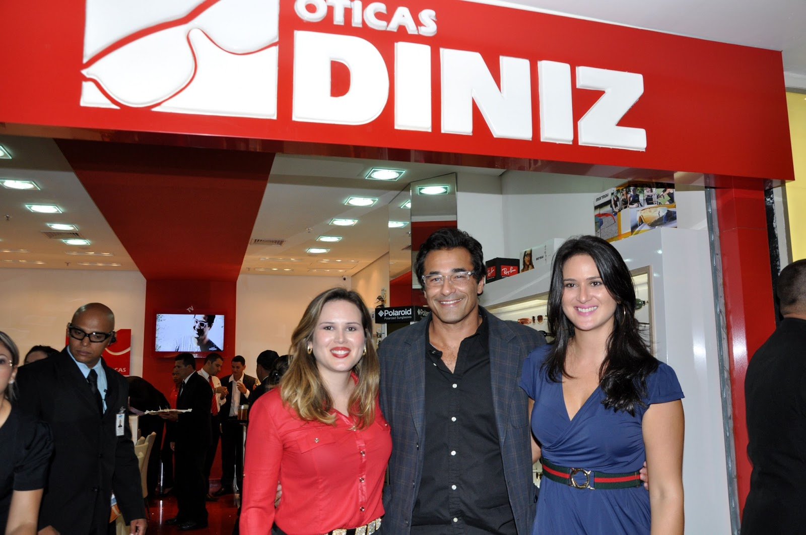 F shion Tour Brasil  Ótica Diniz inaugurou loja no shopping Pátio Brasil df5f2546ee