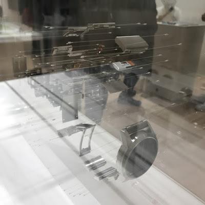 ソニー展での時計解体図の写真です。