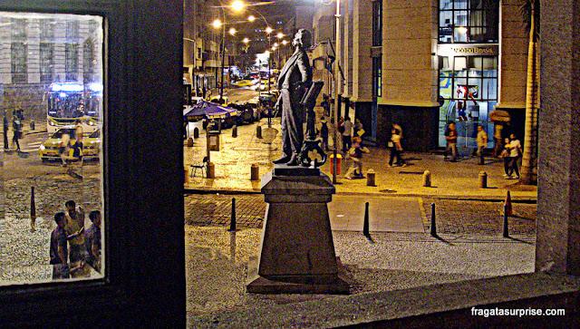 Estátua do Maestro Carlos Gomes na calçada do Theatro Municipal do Rio de Janeiro
