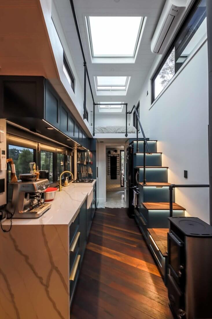 02-Kitchen-Matt-Hobbs-Large-Tiny-House-on-Wheels-www-designstack-co